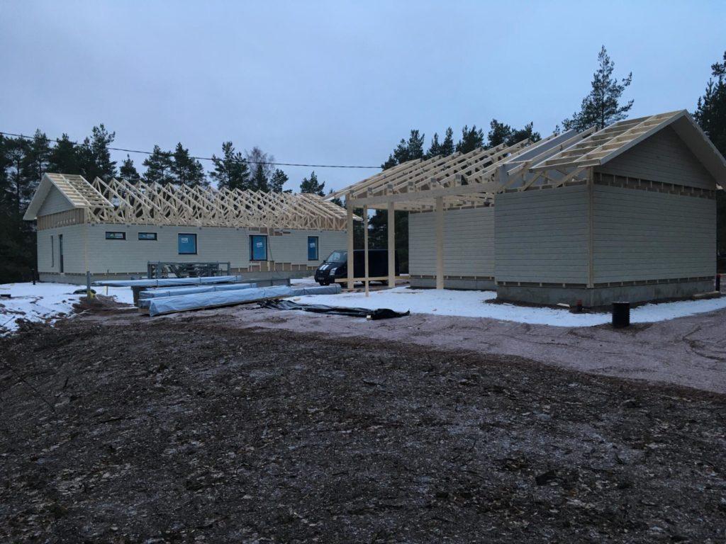 Elementmaja ja garaasi püstitus. Kotka Soome