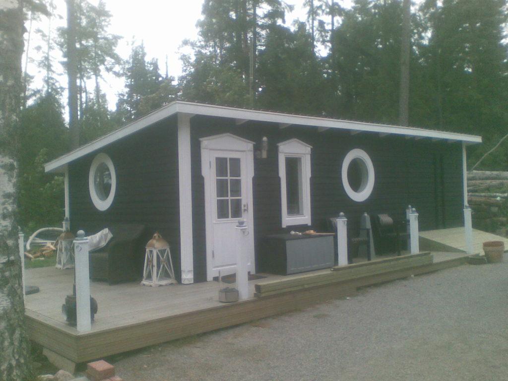 Fassaadi tegemine akende ja uste paigaldamine terassi ehitamine. Sipoo Soome.