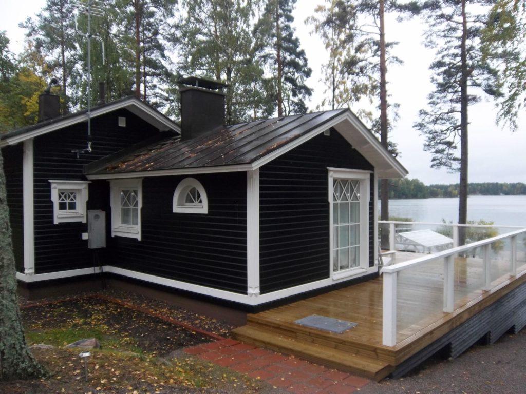 Fassaaditööd ja terassi ehitus suvilal. Sipoo Soome.