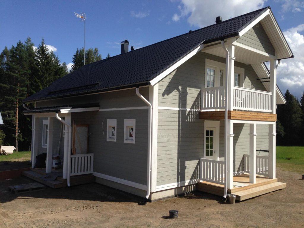 Fassaaditööd puitkarkassmajal. MikkeliSoome.