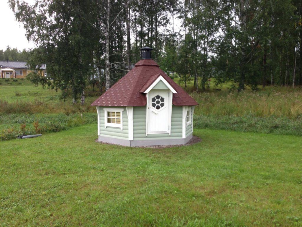 Grillimajakese paigaldus. Imatra Soome.