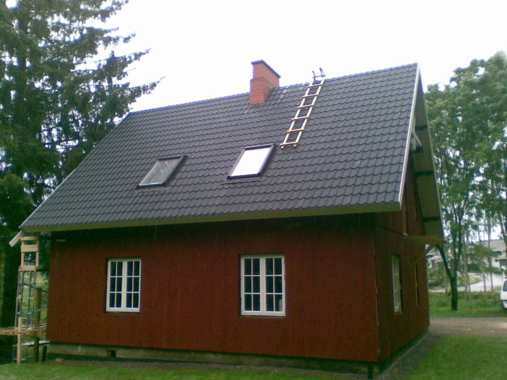 Katuseakende ja katusepleki paigaldamine. Sipoo Soome.