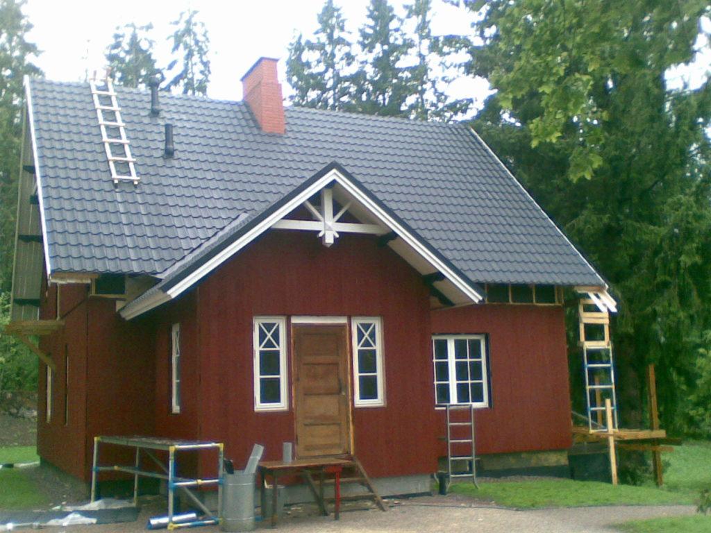Katusepleki paigaldamine ja korstna ladumine.Sipoo Soome.
