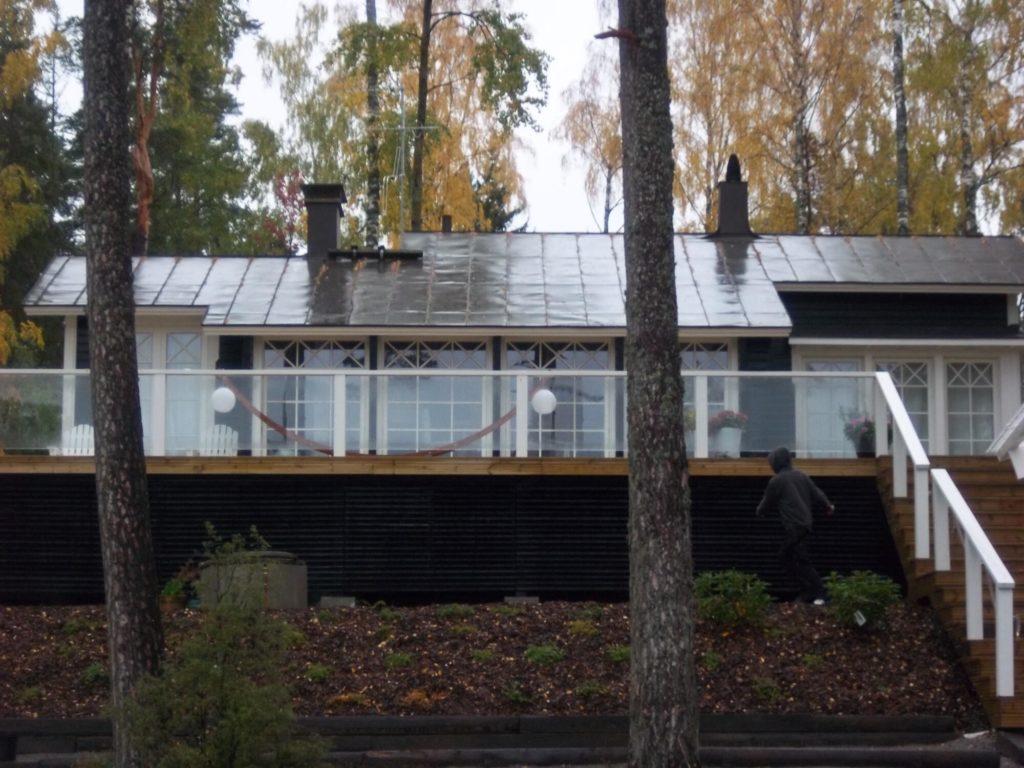 Terassi ehitamine ja klaaspiirded. Sipoo Soome.